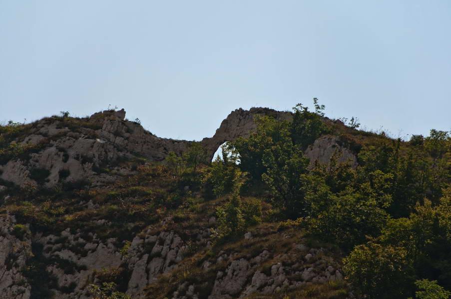 Okno u stenama Rgotskog kamena