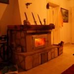 Kamin u staroj kući