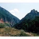 Kanjon Mileševke i stari grad Hisardžik na levoj obali, po jednom od najvrelijih dana koje pamtimo