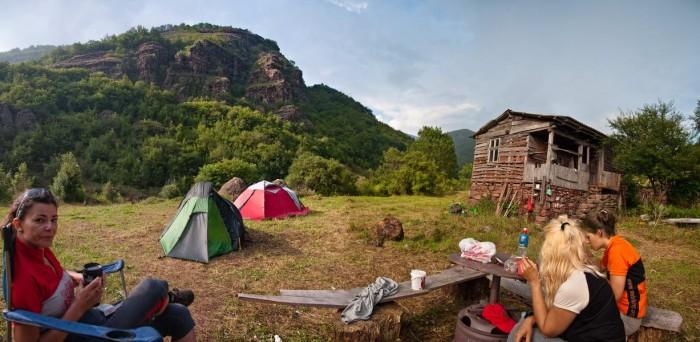 Kamp na ušću Studeničke u Javorsku reku