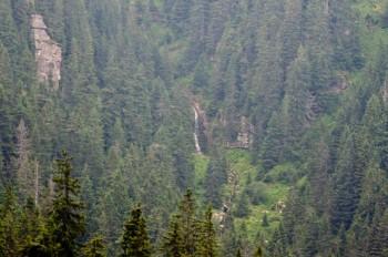 Koprenski vodopad kako se vidi pri spustu sa Tri Čuke