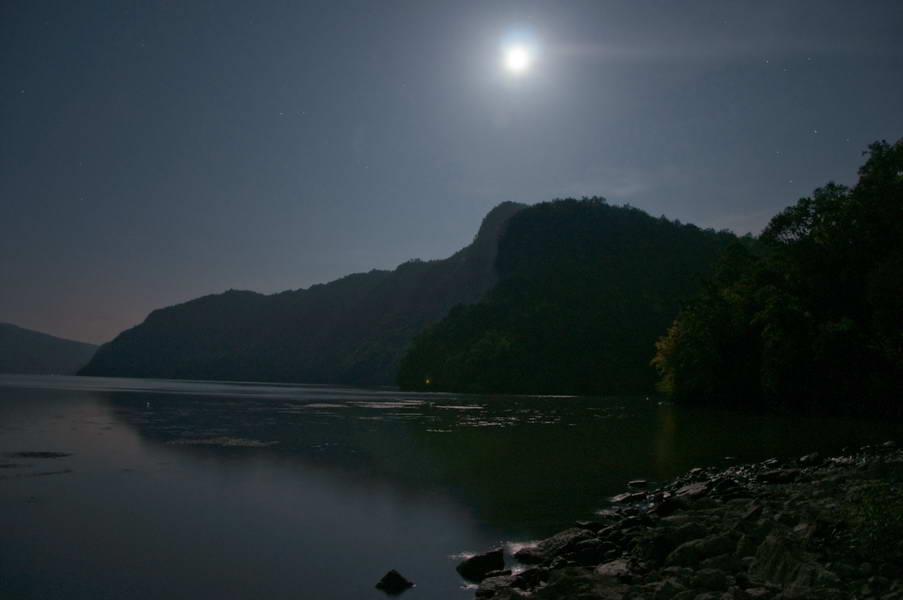 Dunav i mesec